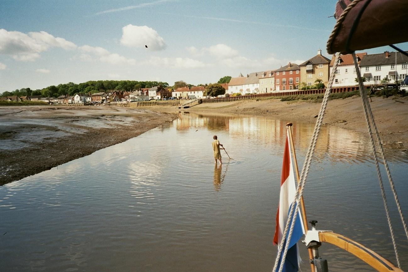 Bij Rowhedge aan de river Colne verloor David een kledingstuk. Hij zocht vergeefs