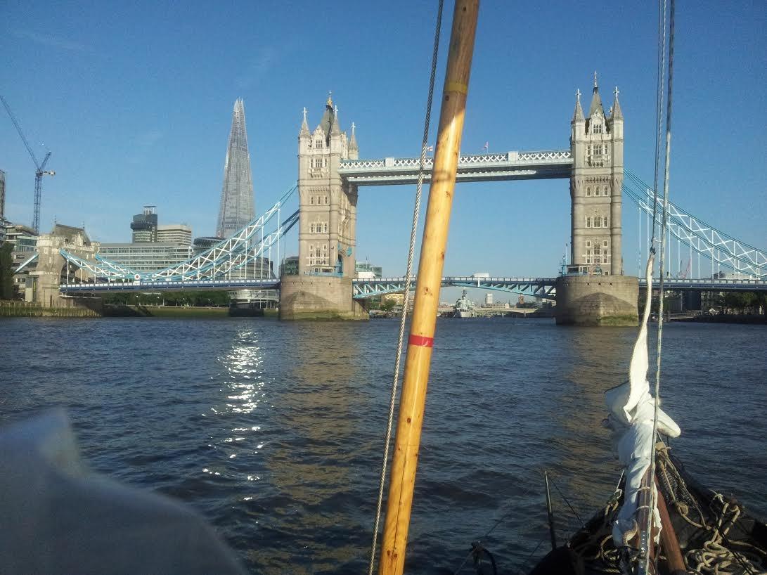 Weinig scheepvaart en goed te zeilen op de Thames