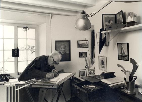 Retired Max Gunning in zijn werkkamer in Petersfield /Engeland